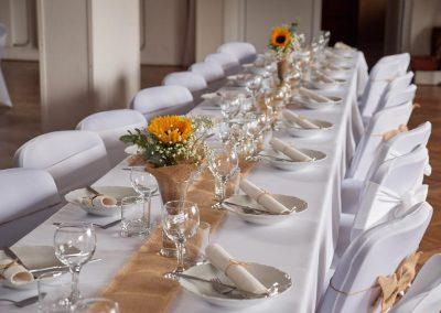 Svadobný slávnostný stôl
